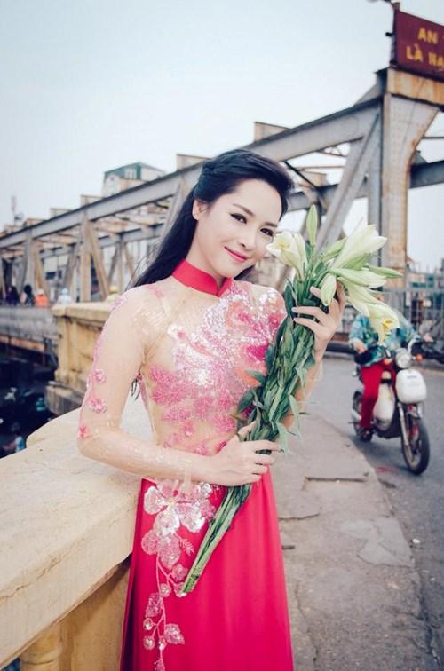 ngam-hot-girl-tham-my-thanh-quynh-kieu-diem-voi-ao-dai