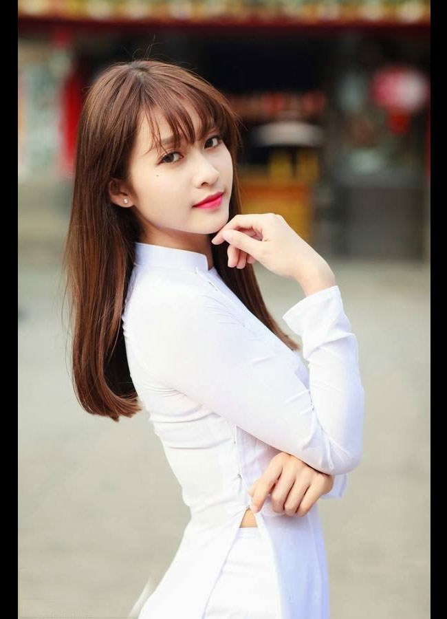 ngam-hot-girl-viet-tinh-khoi-trong-ta-ao-dai-trang-hinh-2