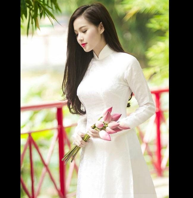 ngam-hot-girl-viet-tinh-khoi-trong-ta-ao-dai-trang-hinh-7